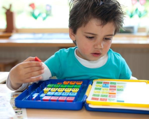 How to Help Your Nonverbal Child with Autism Speak | Otsimo