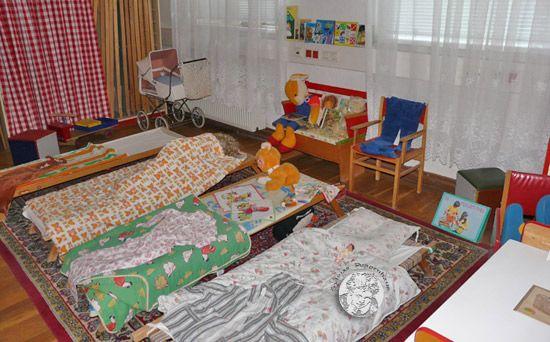 DDR -Kindergarten - DDR-Alltag - Virtuelles Museum für DDR-Spielzeug...von Sylvia's Puppenhaus  © Sylvia Wentzlau