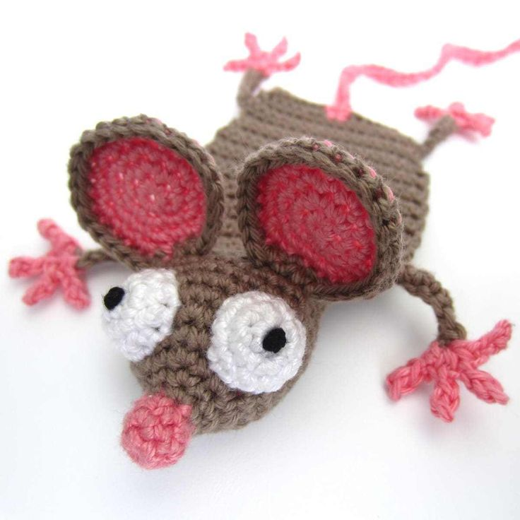 Crochet Mouse Bookmark - free pattern in English and German at Supergurumi.