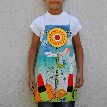 These kid aprons have style while creating a positive message. All kids will definitely love this apron that gives an everyday joy. Hands up and eyes at the sun little bugs!