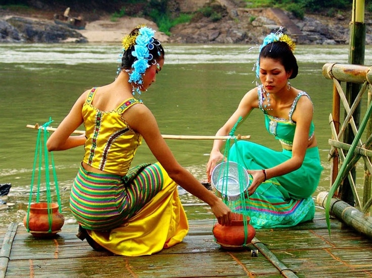 The Water Splashing Festival of Dai Ethnic Minority in Xishuangbanna Dai Autonomous Prefecture and Dehong Dai and Jingpo Autonomous Prefecture