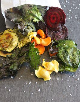 GEMÜSECHIPS AUS DEM BACKOFEN -  Zutaten für 2 Personen: 50g Grünkohl, 50g Spinat, 1 Karotte, 1 Pastinake, 1 Zucchini. Hier geht's zur Zubereitung: http://behr-ag.com/de/unsere-rezepte/rezeptdetail/recipe/gemuesechips-aus-dem-backofen.html