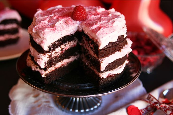 Cinnamon Girl: Valentine's Day: Chocolate Raspberry Cake