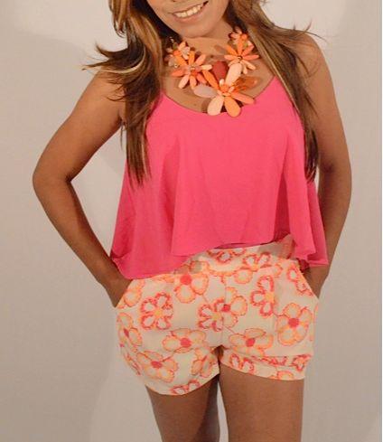 Blusa fucsia $75.000 Shorts flores neón disponible en naranja y verde menta $85.000 Tallas S, M y L