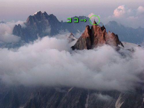 エギーユ・デュ・ミディ(ミディ針峰)は、フランスのアルプス山脈にあるモンブラン山系の山。その頂上に、昨年2013年にアルプスを見渡せるガラス張りの展望室ができたそうです。スリルと絶景の両方を味わえる、富士山より高い標高3842mからの景色をご覧ください。