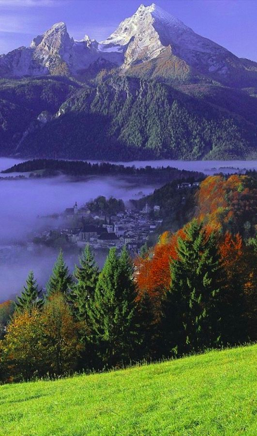 Berchtesgaden and Mount Watzmann in Bavaria, Germany • photo: mauritius images GmbH on Alamy