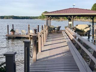 A Waterfront Cottage With Amazing Views. A Private Lake Escape