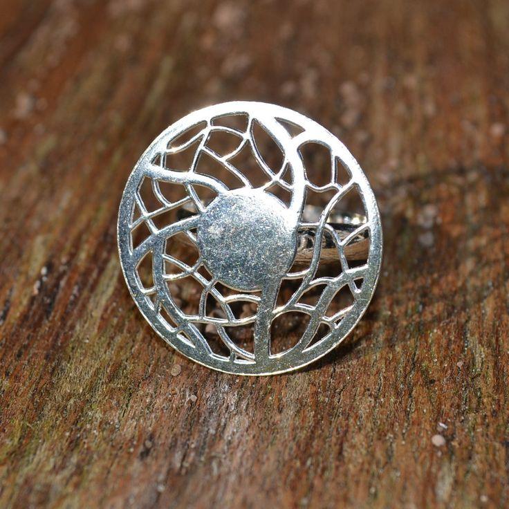 Trendy ring met Mandala design. Deze ring is van zilver 950 en is verstelbaar in maat.  Gratis verzending in Nederland