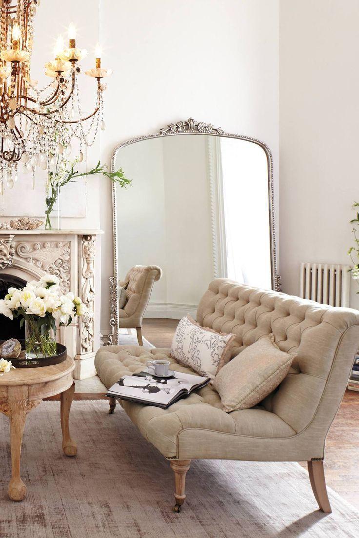 Gran espejo en el salón. Chic & Deco blog de decoración