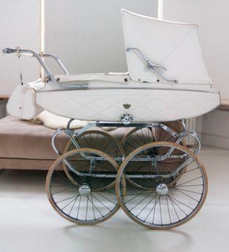 My Precious old fashion Pram, for sale: Zeer mooie room witte ouderwetse Van Delft kinderwagen jr 60 - Kinderwagens en Combinaties - Marktplaats.nl