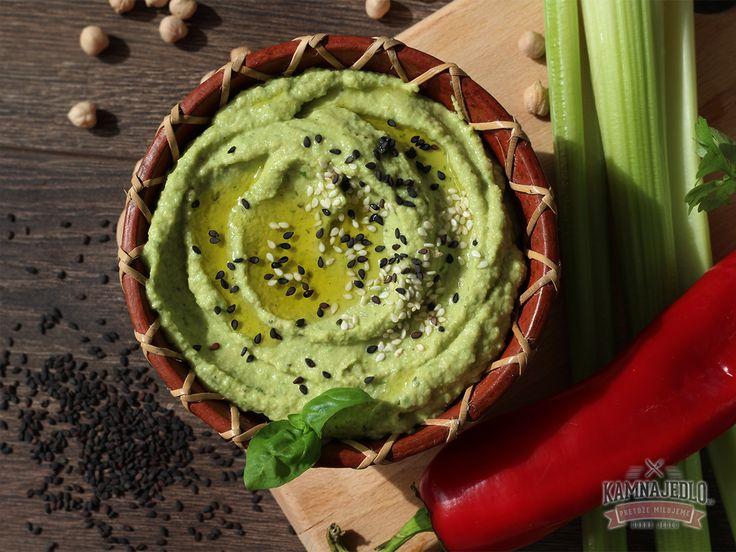 Hummus je pôvodné jedlo stredného východu. Za národné jedlo ho považujú aj krajiny ako Libanon, Turecko, Grécko, Cyprus, či Sýria. Vo svete gastronómie je opisovaný ako jedno z najstarších jedál, ktoré siaha do čias starovekého Egypta. Tento Arabský dip sa stal populárnym po celom svete a dnes sa robí z rôznej zeleniny. Pôvodnou a hlavnou surovinou je ale cícer a pasta tahini. Práve cícer je jednou z najzdravších strukovín, pretože neobsahuje žiadny cholesterol a nasýtené tuky. Je bohatý na…
