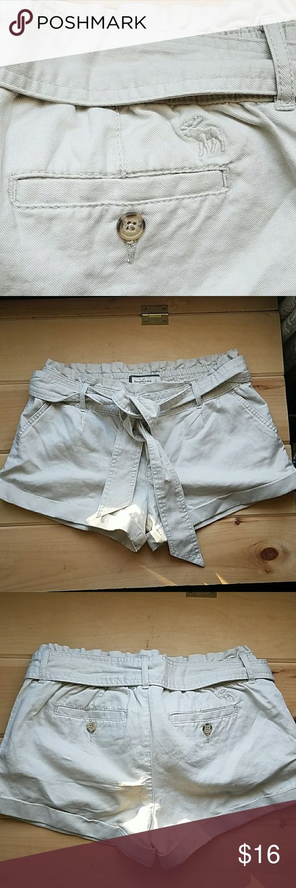 Abercrombie and Fitch shorts Folded cuffs. Removable cloth belt. Abercrombie & Fitch Shorts