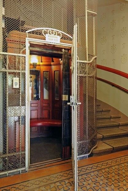 1000 images about elevadores antigos antique elevators for Grunberg haus b b inn e cabine