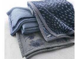 Un plaid o una coperta in lana per momenti di relax, a letto o in divano