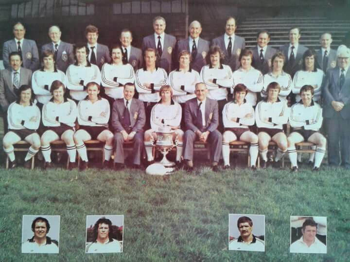 1980's WIDNES SQUAD CAPTAINED BY REG BOWDEN