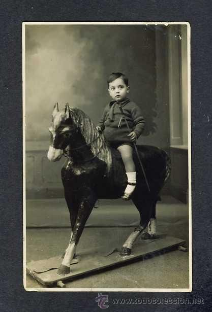 Foto postal: Niño con caballo de carton. Juguete  (La Española de J.Parra, c/Juan Rufo, Cordoba?)