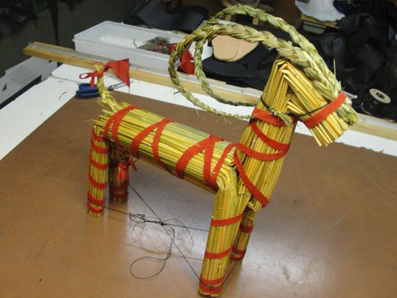 i decided to try my hand at building a yule bock this holiday season. materials used; 2 bundles of wheat and rye straw from the garden. about 36 inches long and as much as i can fit my thumbs and fore >>MORE