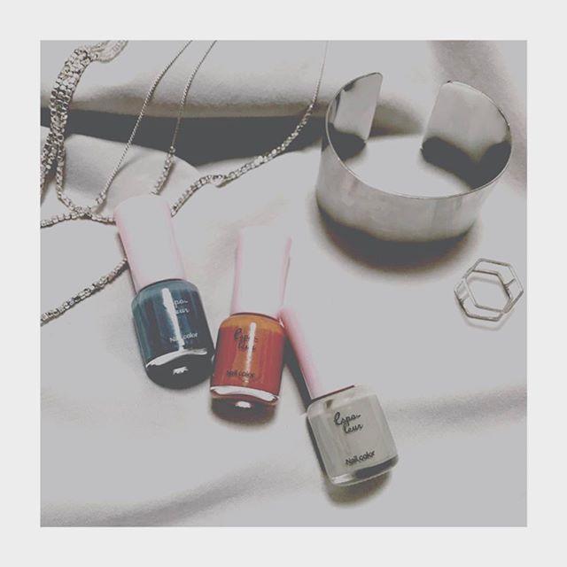 100均ネイルポリッシュの色が絶妙で3色買い😳そして最近アクセサリーはシルバー派。 #100均ネイル #ネイル #エスポルール #セルフネイル #シルバー #アクセサリー#silver #accessory