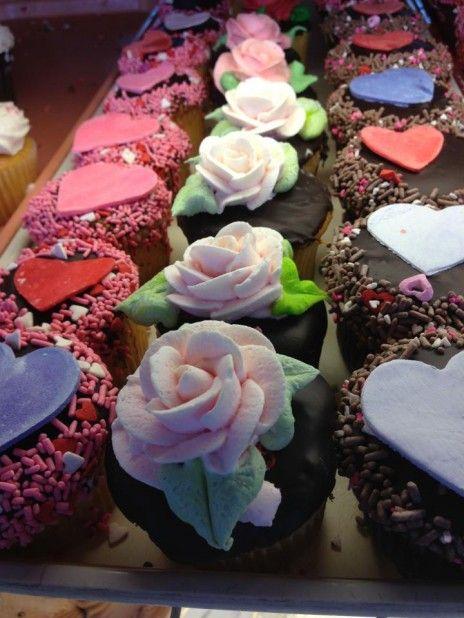 bake valentine's day cookies games