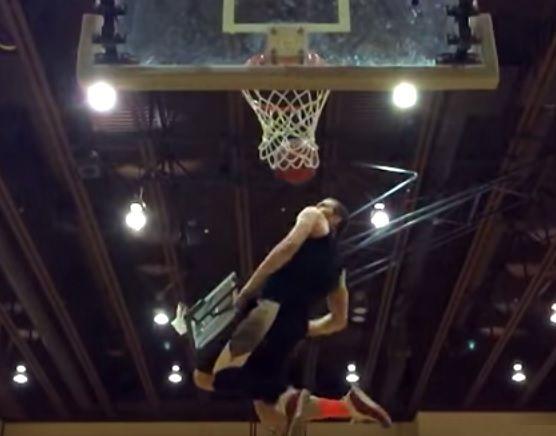 La migliore schiacciata a basket di tutti i tempi