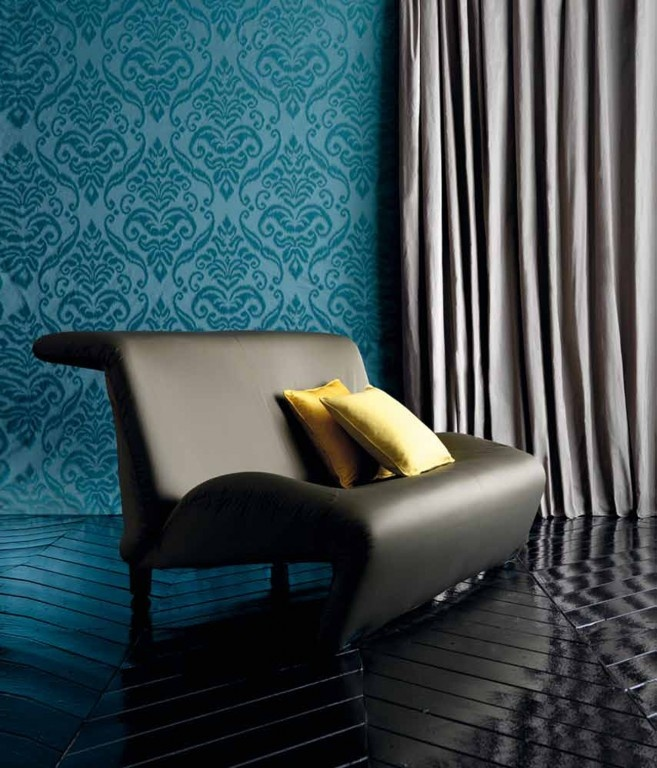 d licieusement moderne l 39 alliance du papier peint bleu canard esprit baroque et du gris perle. Black Bedroom Furniture Sets. Home Design Ideas