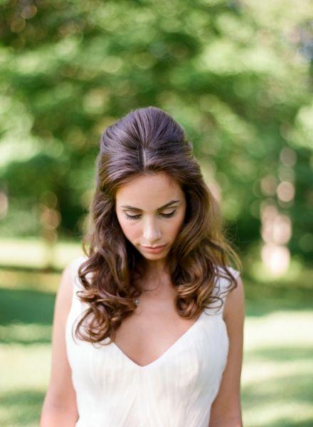 elegant-virginia-outdoor-wedding-hair-half-up-half-down
