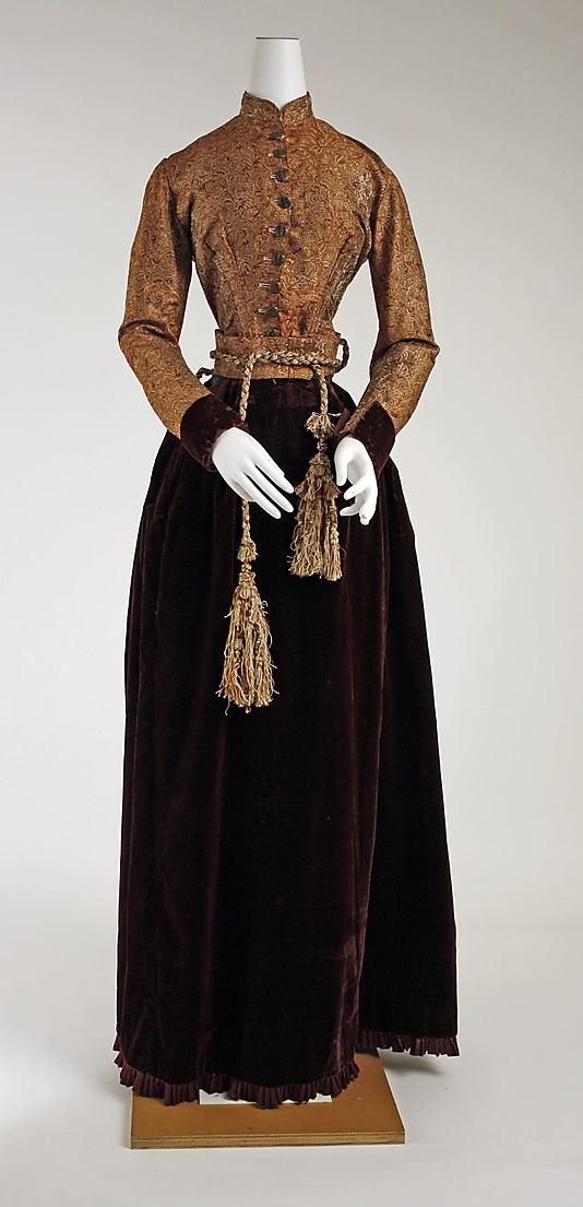 Dress 1882, American, Made of silk