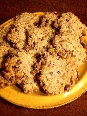 とまらない!オートミールクッキー* 油はオリーブオイル、+レーズン20gで焼いた クッキーというよりは、グラノラバー風だけど、おいしかった。