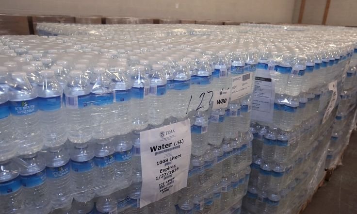 Federal officials investigating lead pollution in Flint's drinking water as Governor Rick Snyder makes state resources available to help recovery