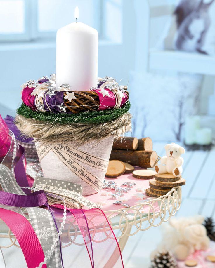 Weihnachtliches Adventslicht im Blumentopf mit dekorativen Bändern - Weihnachten - Lichter und Kerzen