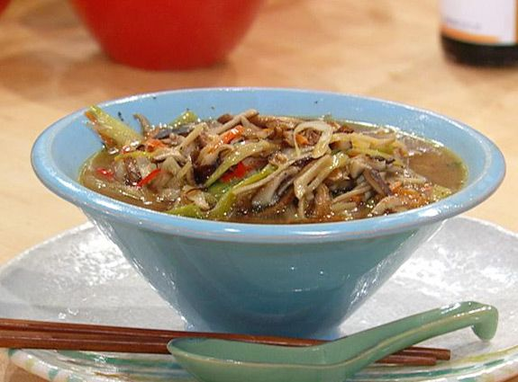 Soba Bowls loaded with mushrooms, ginger and veggies! #Whatsfordinner #Dinner