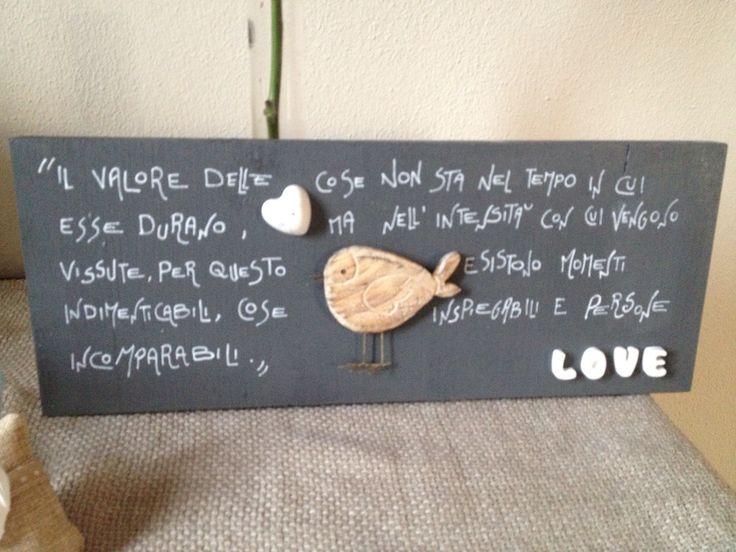 Quadro ceramiche e uccellino ... Forte il messaggio, dolce l'impatto.