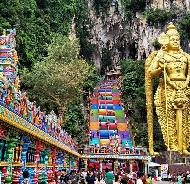 The beautiful colors of Batu Caves in #Malaysia. Here's a different angle  showing the newly completed Hindu temple on t… | Malaysia travel, Batu  caves, Kuala lumpur