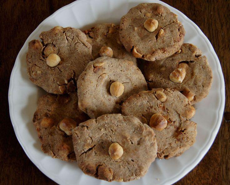 Boter (ipv kokos), rozijnen, pecannoten, kokos-amandel en tarwemeel, honing, maanzaad