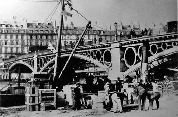 El Puente de #Triana y Le Pont du Carrousel de #Paris #Francia #France #Seville #Historia #Histoire http://www.trianaocio.es/#!El-Puente-de-Triana-y-Le-Pont-du-Carrousel-de-Paris/c226x/0ADD78E0-55DC-44E6-968E-E69127893977