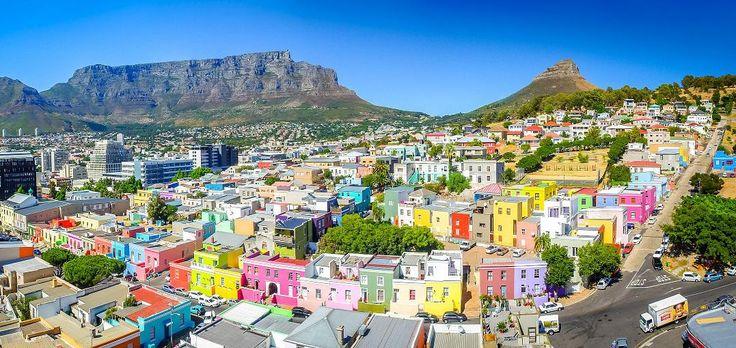 Beton binalar gri rengiyle şehirlerimizi kaplarken, özel hissettiren ve estetik bir duruşu olan mimarilerden giderek uzaklaşır olduk. Birbirinden farklı güzelliklere sahip dünya şehirlerinde, her biri çekim merkezine dönüşmeyi başaran yerler var. İşte...