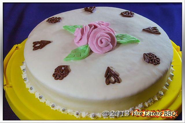 Eierlikör-Torte mit Marshmallow-Fondant  Torten & Kuchen  Pinterest
