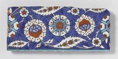 Tegel met bloem- en bladmotieven, Anonymous, 1550 - 1600