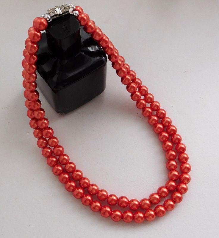 Alma mía by Josefina Muñoz Collar de perlas color coral con cierre de strass