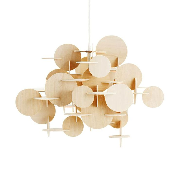 Suspension de petit format dans la collection Bau, composée d'une structure faite de disques en bois detilleul naturels associés les uns aux autres.Bau est une suspension sculpturale qui combine c...