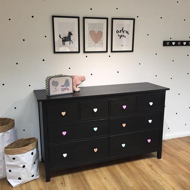 Ikea Hemnes Kommode In Schwarz Mit Verschiedenfarbigen Herzknopfen