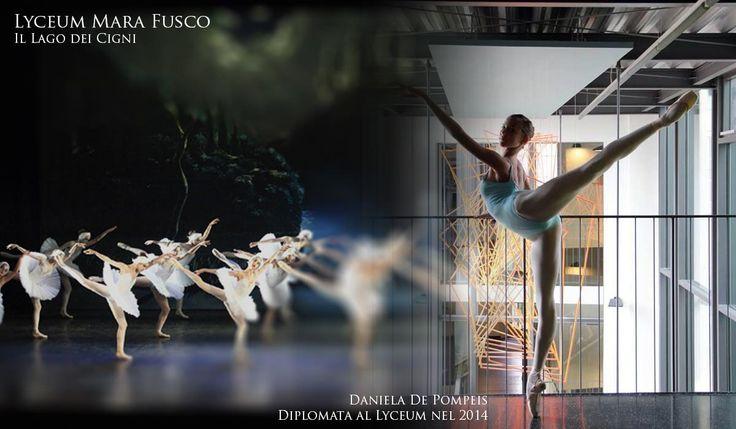 L' arabesque è una fra le più note figure del balletto. Come per molti altri passi, il termine viene dal Francese. É infatti qui che molti passi di danza si sono sviluppati. Per arabesque si intende la posizione in cui il ballerino è in piedi su una gamba sola, mentre l'altra è allungata elegantemente all'indietro. Le braccia possono essere disposte in svariate posizioni armoniose, in modo da creare la linea più lunga dalla punta delle dita al piede.Un braccio, o ambedue, continua la line...