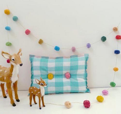 Guirnaldas de tela para la decoración de la habitación del bebé