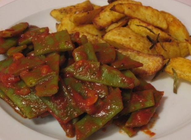 Rezept: Breite Bohnen-Gemüse mit knusprigen Kartoffelspalten