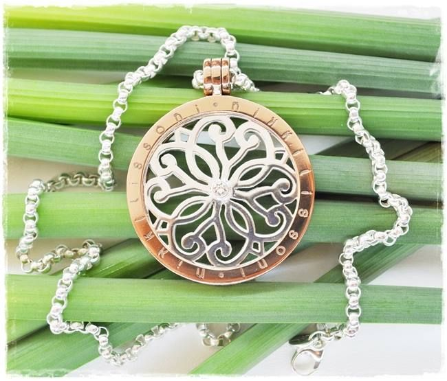 The Baroque Fantasy Nikki Lissoni coin is perfect for spring! -xx-