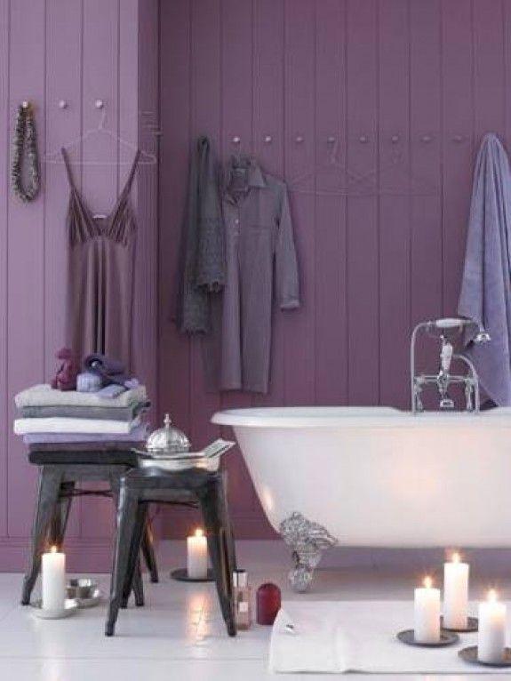 Eggplant bathroom i especially like the wall knobs for Aubergine bathroom ideas