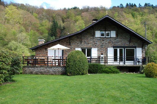 Landelijk vakantiehuis, in Rochehaut - Bouillon, Luxemburg. Ardennen. Genieten v/d stilte en de rust. Plattelandstoerisme in Wallonië. Gîtes de Wallonie.