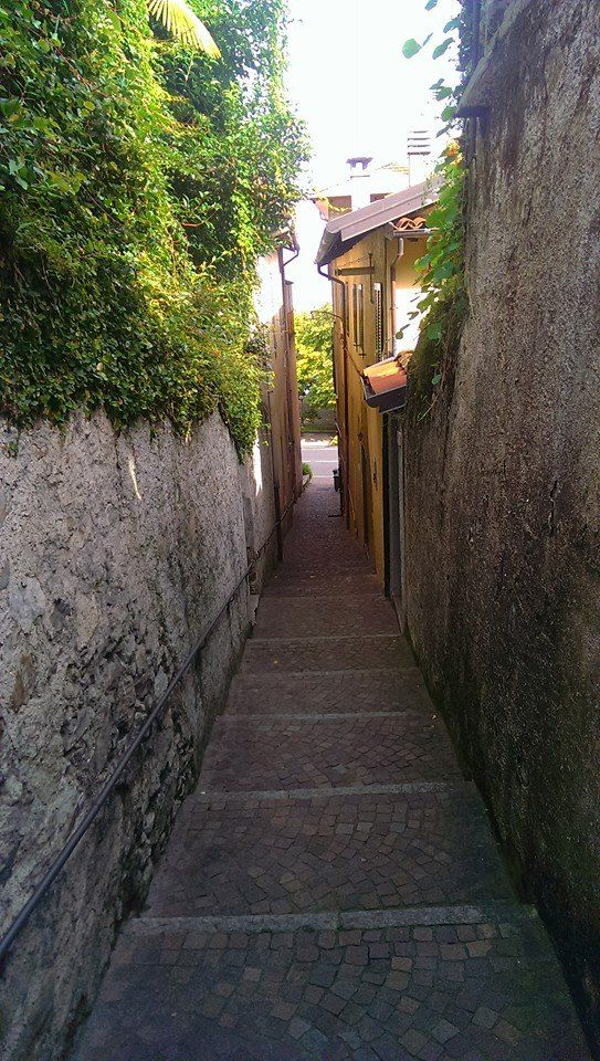 Stretta la via... #Belgirate ( #Verbania #Piedmont #Italy )