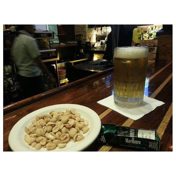 after changed #battery #chilling #relaxing #sanmig #draft #light #beer and #peanuts #yummy #food #drink #philippines #バッテリー 交換した。#サンミゲル #生ビール #ピーナッツ #フィリピン