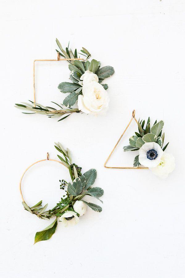 How to make asymmetrical holiday wreaths, a DIY tutorial